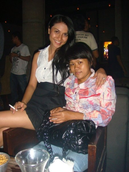 Gaya Merokok Ala Artis Gadis Indonesia so Coolll…?? di blog gambar